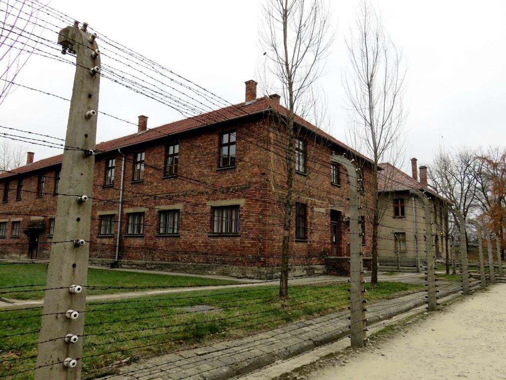 met het openbaar vervoer naar Auschwitz