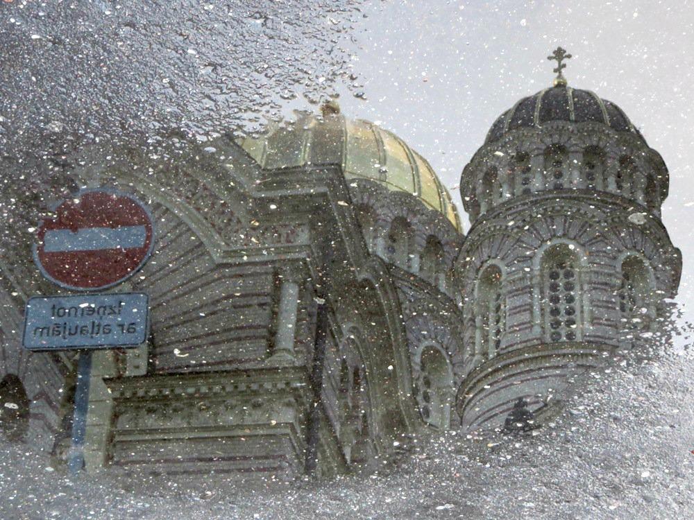photo kerk in een plas.jpg