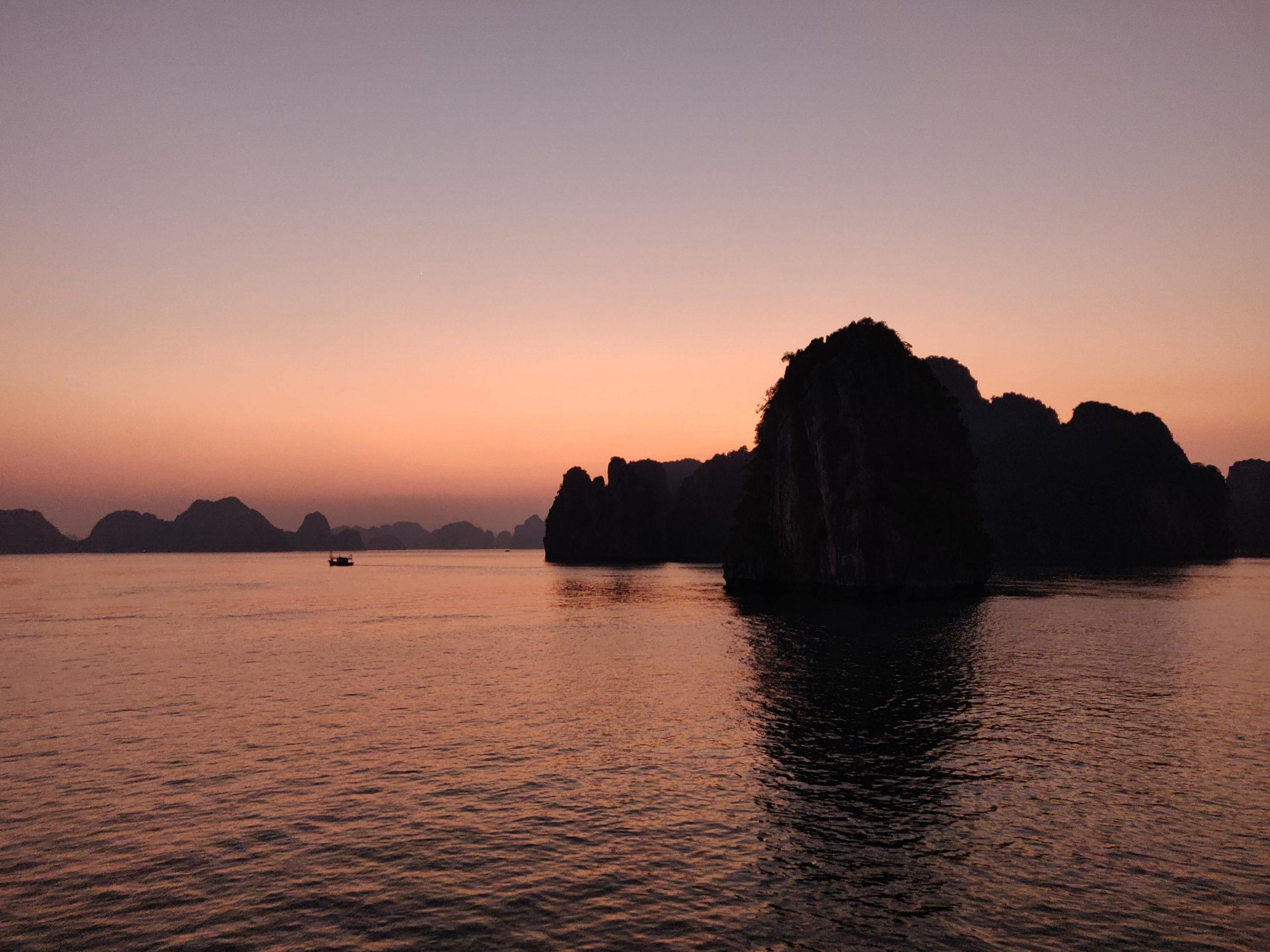 Zonsondergang in Ha Long Bay